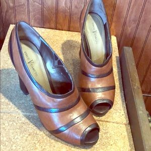 Vince Camuto Peep Toe Godiva Brown Leather Heels 9